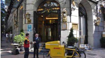 DHL incorpora bicicletas eléctricas para el reparto de paquetería en las ciudades