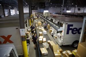 Clasificación de paquetes en un Hub de FedEx