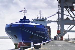 Portacontenedores de Samskip en el puerto de Rotterdam