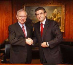 Miquel Valls y Pablo Cigüela tras la firma del convenio