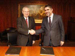 Miquel Valls, presidente de la Cambra de Comerç de Barcelona y Bernardo Futcher, Cónsul de Portugal