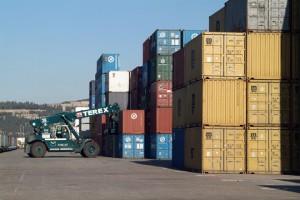 Los contenedores de exportación en el puerto de Barcelona crecen en enero un 28% y los de importación un 14%