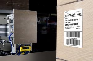 La ZPA 2313 puede aplicar hasta cuatro etiquetas sobre palés