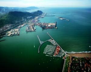Vista general del puerto de Bilbao desde Getxo