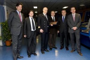 De izquierda a derecha: Jorge Vega -Penichet, Mohammed Chaib, presidente de IBN Batuta, Luigi Porfino, capitán del buque; Jordi Valls; Antonio Grávalos y José Alberto Carbonell, director general del Puerto de Barcelona