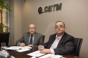 Marcos Montero y Eduardo Bonet en la firma del acuerdo