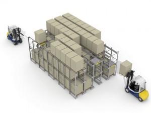 El Pallet Runner permite almacenar a la vez por la parte delantera de la estantería y por la parte trasera.