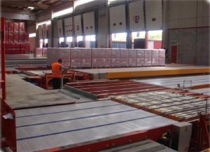 En las instalaciones de Damm en la ZAL de Barcelona se cargan y descargan trailers simultáneamente en 6'3 minutos