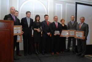 Los premiados junto con el Presidente saliente del CEL, Vicente Sánchez Cabezón y el nuevo Presidente, Alejandro Gutiérrez