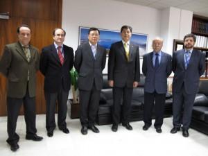Weng Lin, Yang Lei y Joaquín Vignau fueron recibidos por Manuel Morón, José Luis Hormaeche y Gerardo Landaluce