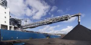 """El """"Gypsum Integrity"""" descargó con medios propios 29.500 toneladas de carbón"""