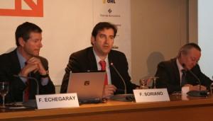 Fernando Echegaray, director del Aeropuerto de Barcelona junto a Ferran Soriano y Josep Piqué