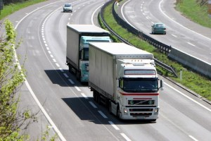 TrucksOnRoad_03