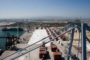 Instalación de las grúas en DP World Tarragona