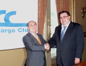Fernando Gonzalo, presidente del Air Cargo Club, y Jordi Estebanell, Jefe del Servicio de viajeros de la Aduana del aeropuerto de Barcelona