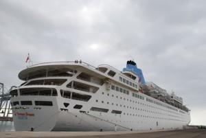 El crucero Thomson Dream en el puerto de Tarragona