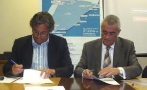 Enric Ticó y Santos Guirao en el momento de la firma del convenio
