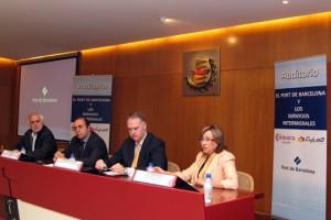 De izquierda a derecha: José Antonio Cabreja, director general de Transportes de la Junta de Castilla y León; Javier Barberó, vicepresidente de la Cámara de Comercio de Valladolid; Eduardo Beortegui, responsable de Proyectos Logísticos de Cylog; y Rosa Puig