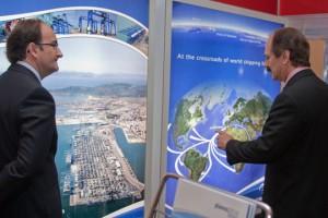 El Ministro de la Secretaría Especial de Puertos de Brasil, Pedro Brito, con el subdirector de Comercial y Desarrollo de la Autoridad Portuaria de la Bahía de Algeciras, Gerardo Landaluce. Foto: Janine Moraes