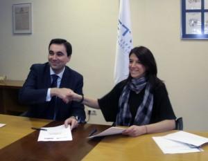Blanca Guitart y Enric Blasco durante la firma del convenio