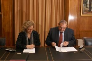Isabel Durántez y Nicolás J. Bonilla en la firma del convenio