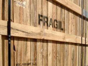 caja madera fragil