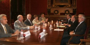 Mesa relevo presidente Consell Usuaris