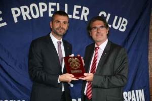 Santi Vila, conseller de Territori i Sostenibilitat, y Albert Oñate, presidente del Propeller Club de Barcelona