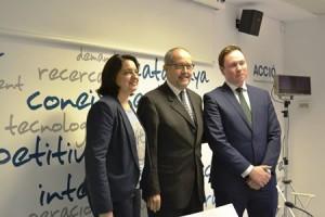 El conseller Puig amb Sònia Recasens i el director de l'Europea
