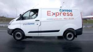 Furgoneta con el nuevo logotipo de Correos Express 2