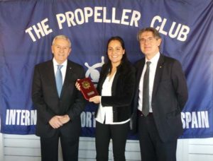 María Tena junto a Albert Oñate, presidente del propeller Barcelona (derecha), y Agustín Oleaga, Presidente no Ejecutivo de DHL Supply Chain Iberia y socio del Propeller