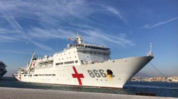 El buque hospital chino 'Arca de la Paz', en el puerto de Málaga